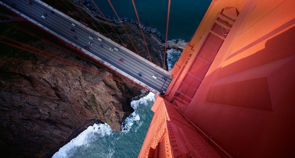 俯瞰美国加利福尼亚州的金门大桥